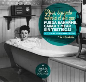 Madre en pleno baño de burbujas